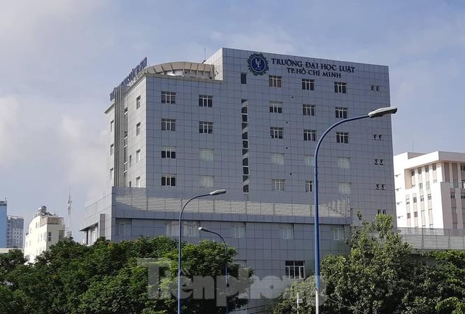 Trường ĐH Luật TPHCM nơi đang xảy ra nhiều lùm xùm