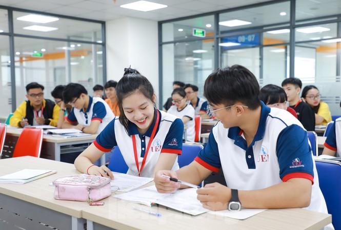 Sinh viên trường ĐH Kinh tế Tài chính TPHCM nếu nghỉ học quá 3 buổi, sẽ bị trường gọi điện báo phụ huynh