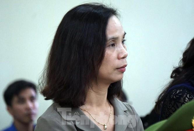 Cựu Phó giám đốc Sở không nhận tội, tự bào chữa.