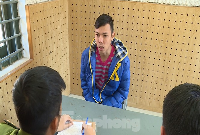 Đoàn Lê Trí Viễn, nhân viên ngân hàng B bán thông tin doanh nghiệp cho nhóm lừa đảo bị tại cơ quan công an. Ảnh: Công an tỉnh Phú Thọ cung cấp.