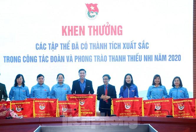 Các tập thể được trao cờ thi đua của Trung ương đoàn trong công tác đoàn và phong trào thanh thiếu niên 2020.