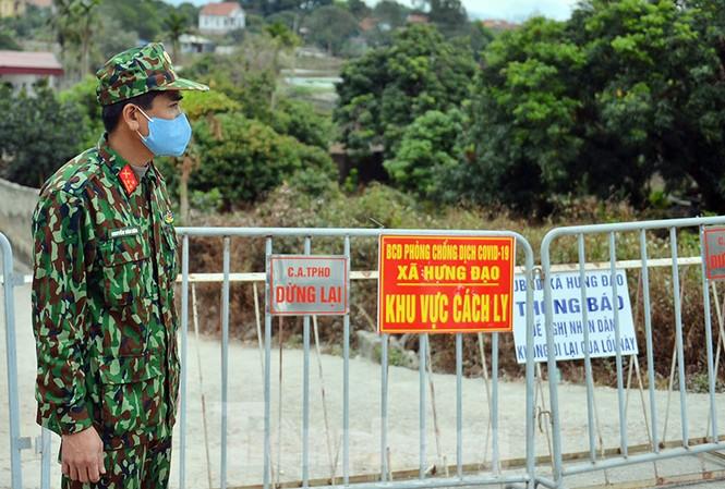 Lực lượng chức năng thiết lập cách ly xã Kim Đính, huyện Kim Thành, tỉnh Hải Dương.