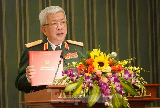 Thứ trưởng Quốc phòng Nguyễn Chí Vịnh công bố Sách trắng và Sách ảnh Quốc phòng Việt Nam 2019, chiều 25/11