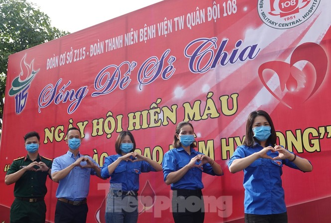 Tham gia ngày hội hiến máu sáng 16/8 có hơn 600 cán bộ,  ĐVTN Nhà máy Z115 và các đơn vị. Ảnh: Nguyễn Minh