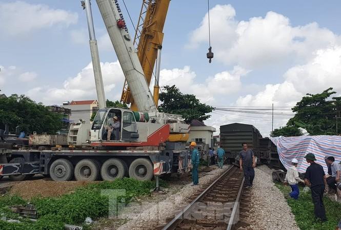 Trước đó, cũng tại khu gian Nam Định- Đặng Xá đã xảy ra vụ tai nạn lật tàu gây thiệt hại hàng tỷ đồng - Ảnh: Hoàng Long