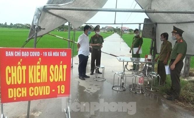 Khu vực xã Hoà Tiến (huyện Hưng Hà, tỉnh Thái Bình), nơi bệnh nhân 566 cư cú được kiểm soát nghiêm ngặt - Ảnh: Hoàng Long