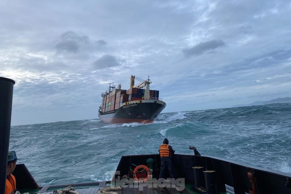 Lữ đoàn Tàu ngầm 189 cứu tàu 5.700 tấn trôi dạt