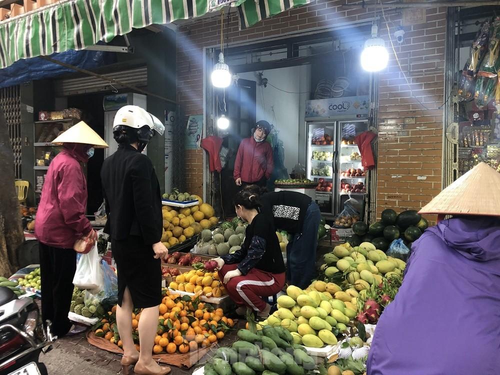 Hàng tiêu dùng ngày Rằm tháng Giêng: Thực phẩm ổn định, hoa tăng giá mạnh - giá vàng 9999 hôm nay 1011