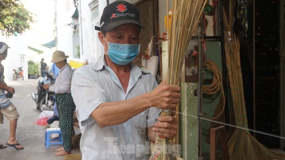 Người Sài Gòn tất bật làm chổi đót bán Tết - kết quả xổ số ninh thuận