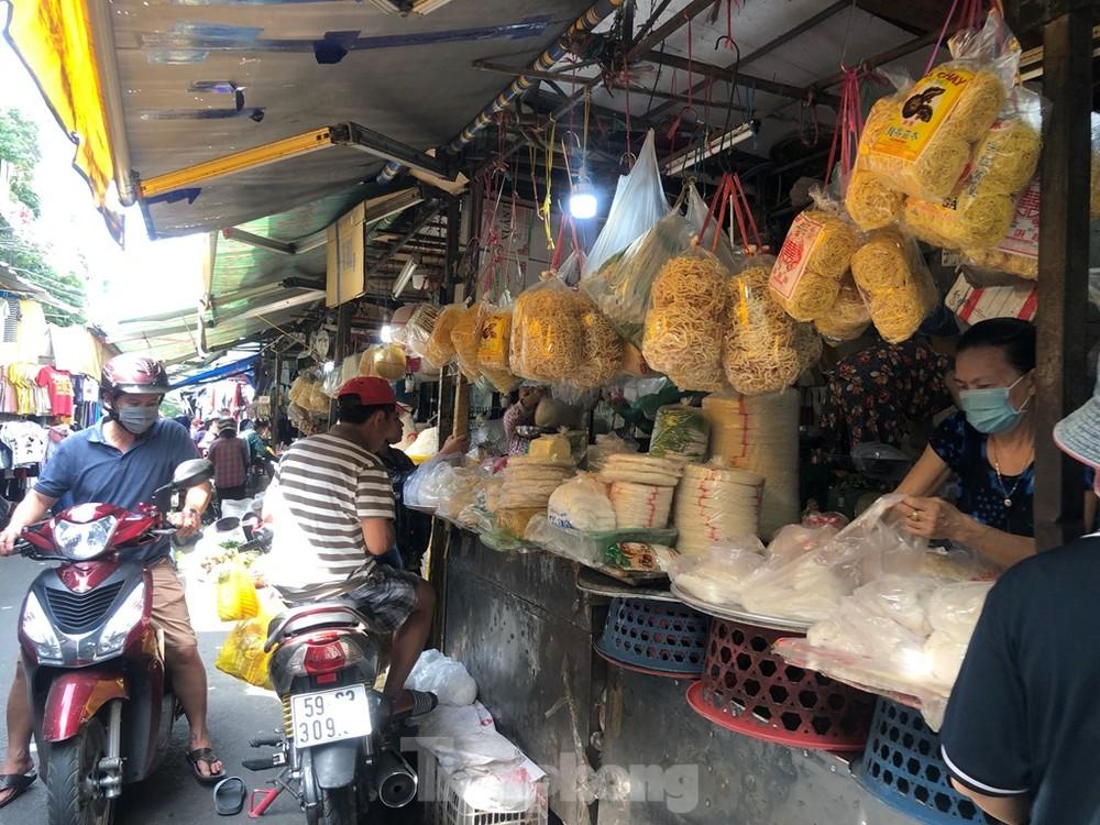 Giá nhiều loại thực phẩm tăng mạnh trước rằm tháng Chạp