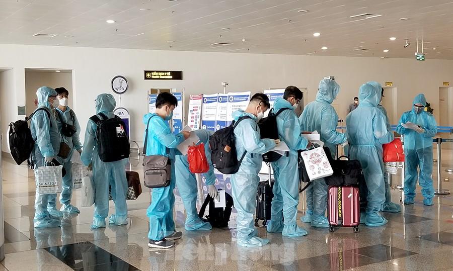 Bắt đầu nối lại hoạt động bay thương mại quốc tế