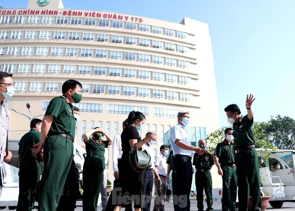 Toàn bộ nhân viên Bệnh viện Quân y 175 cắm trại xuyên Tết chống dịch