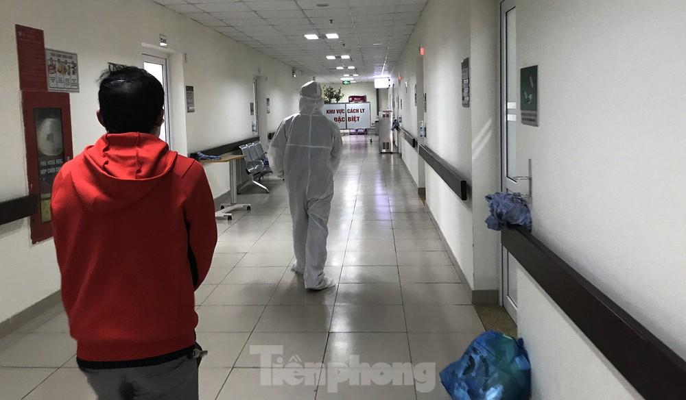 Việt Nam thêm 2 ca mắc mới COVID-19 điều trị tại TPHCM