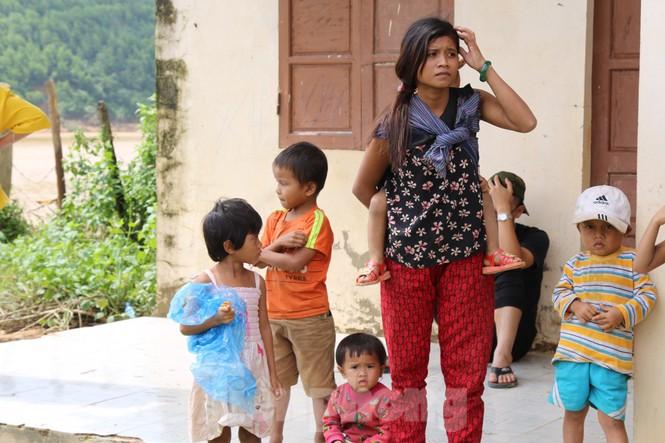 Sách vở bị lũ cuốn trôi, học sinh rốn lũ Quảng Bình thiếu thốn đợi ngày đến trường - ảnh 8