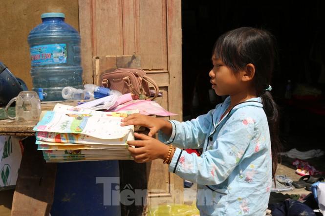 Sách vở bị lũ cuốn trôi, học sinh rốn lũ Quảng Bình thiếu thốn đợi ngày đến trường - ảnh 5