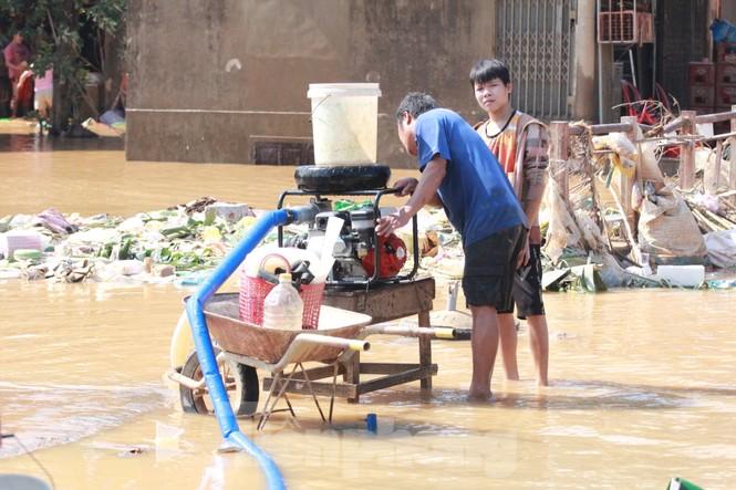 Sách vở bị lũ cuốn trôi, học sinh rốn lũ Quảng Bình thiếu thốn đợi ngày đến trường - ảnh 1