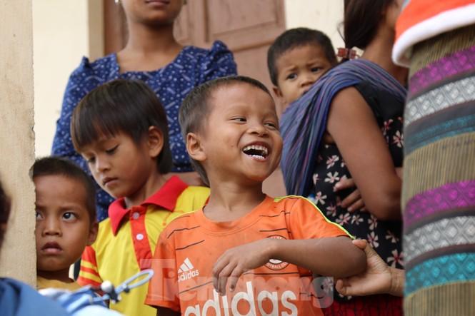Sách vở bị lũ cuốn trôi, học sinh rốn lũ Quảng Bình thiếu thốn đợi ngày đến trường - ảnh 10