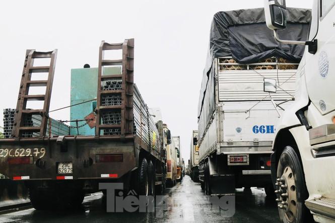 Lũ cuồn cuộn cuốn trôi ô tô, xe máy trên đường tránh Hà Tĩnh - ảnh 2
