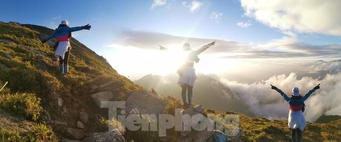 Lên đỉnh 'Thiên đường săn mây, bắt gió' Tà Chì Nhù - ảnh 1