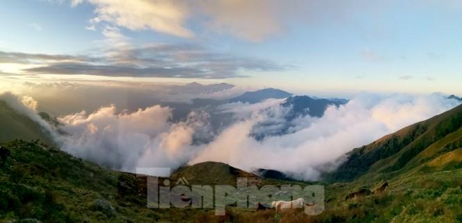 Lên đỉnh 'Thiên đường săn mây, bắt gió' Tà Chì Nhù - ảnh 6