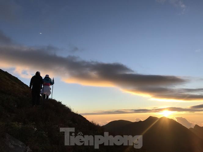 Lên đỉnh 'Thiên đường săn mây, bắt gió' Tà Chì Nhù - ảnh 9
