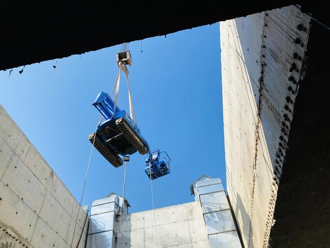 Cận cảnh lắp ráp robot đào hầm 'khủng' nặng 850 tấn thi công Metro Nhổn - ga Hà Nội - ảnh 11
