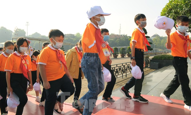 344 đại biểu Đại hội Cháu ngoan Bác Hồ toàn quốc lần thứ IX báo công dâng Bác - ảnh 13