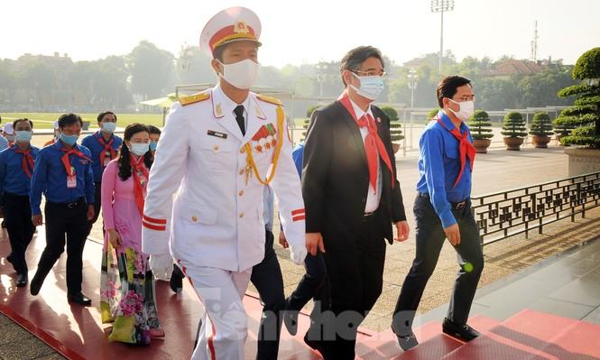 344 đại biểu Đại hội Cháu ngoan Bác Hồ toàn quốc lần thứ IX báo công dâng Bác - ảnh 12