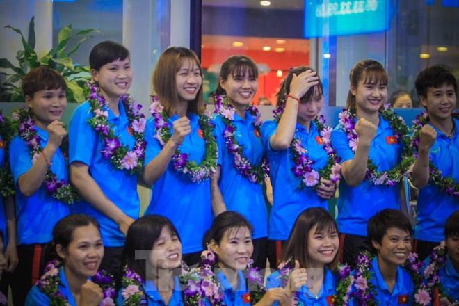 Tuyển nữ 'vinh quy bái tổ', HLV Mai Đức Chung tiết lộ bí quyết thắng Thái Lan - ảnh 10