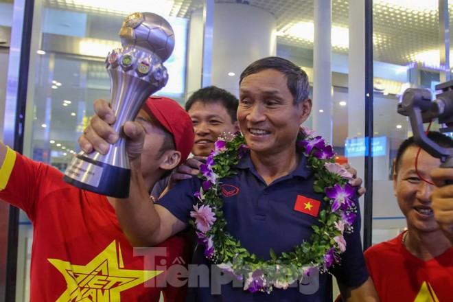 Tuyển nữ 'vinh quy bái tổ', HLV Mai Đức Chung tiết lộ bí quyết thắng Thái Lan - ảnh 12