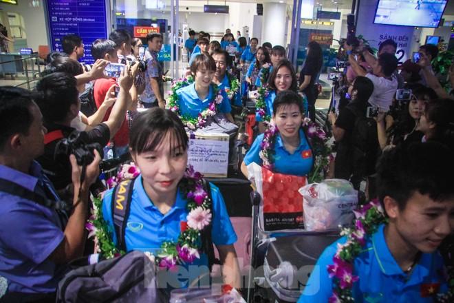 Tuyển nữ 'vinh quy bái tổ', HLV Mai Đức Chung tiết lộ bí quyết thắng Thái Lan - ảnh 1