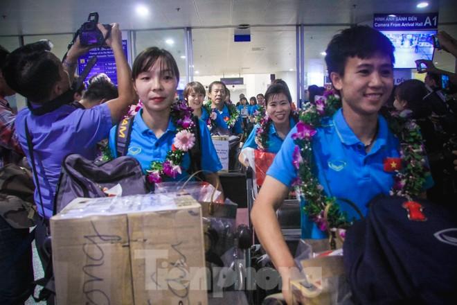 Tuyển nữ 'vinh quy bái tổ', HLV Mai Đức Chung tiết lộ bí quyết thắng Thái Lan - ảnh 3