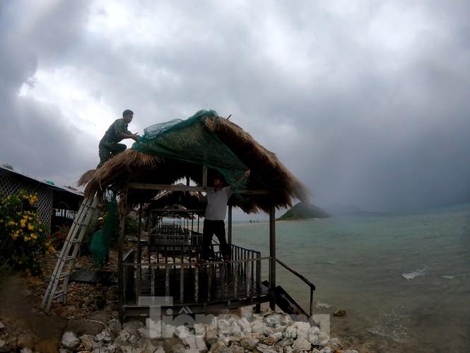 Khánh Hoà khẩn trương đưa lồng bè ngư dân vào bờ để tránh bão 12 - ảnh 6