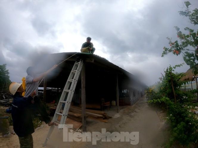 Khánh Hoà khẩn trương đưa lồng bè ngư dân vào bờ để tránh bão 12 - ảnh 5
