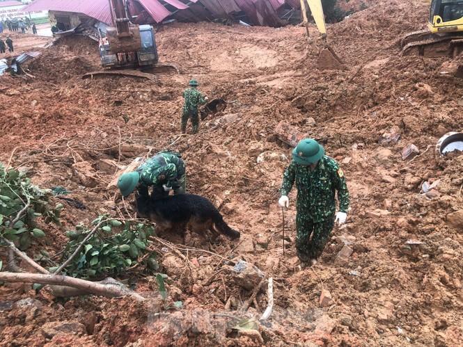22 chiến sĩ bị vùi lấp: Bóc từng thớ đất tìm kiếm đồng đội  - ảnh 6