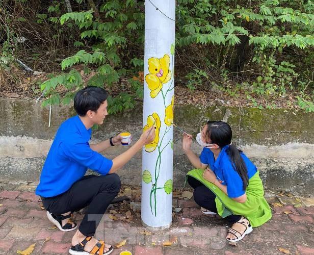 Cột điện 'nở hoa' nhờ bàn tay khéo léo của đoàn viên - ảnh 5