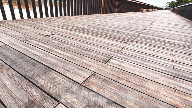 Nhìn gần cầu gỗ lim siêu sang xứ Huế sau vượt lũ báo động 3 - ảnh 8
