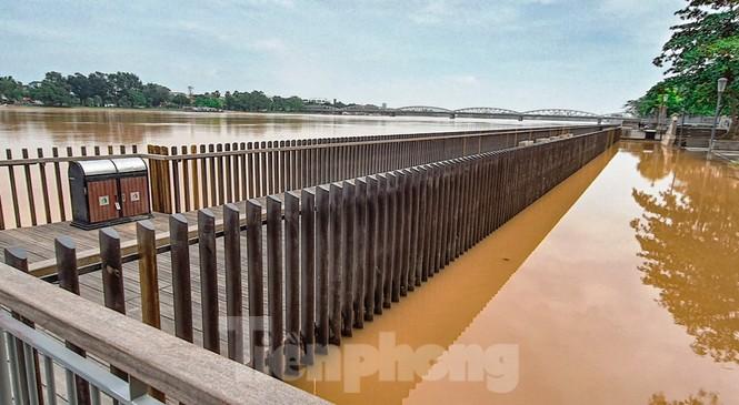 Nhìn gần cầu gỗ lim siêu sang xứ Huế sau vượt lũ báo động 3 - ảnh 10