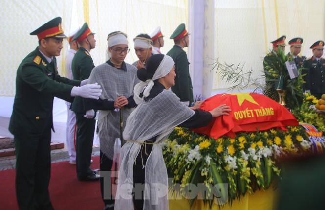 Ngày lễ 20/10 đầy nước mắt của mẹ và vợ Thiếu tướng Hùng - ảnh 3