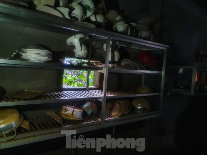 Người dân Quảng Trị mòn mỏi chờ lũ rút để được nấu cơm - ảnh 11