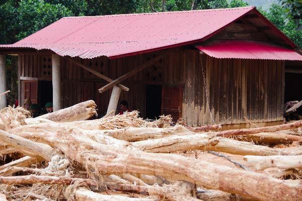Sau bão lũ, một xã ở Quảng Trị ngập trong lớp bùn dày gần 1 mét - ảnh 11