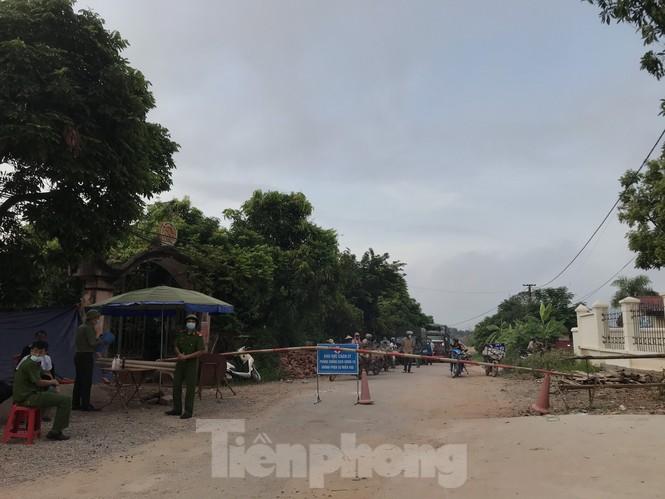 Người dân trong ổ dịch COVID – 19 ở Bắc Giang 'vỡ òa' khi dỡ phong tỏa - ảnh 2