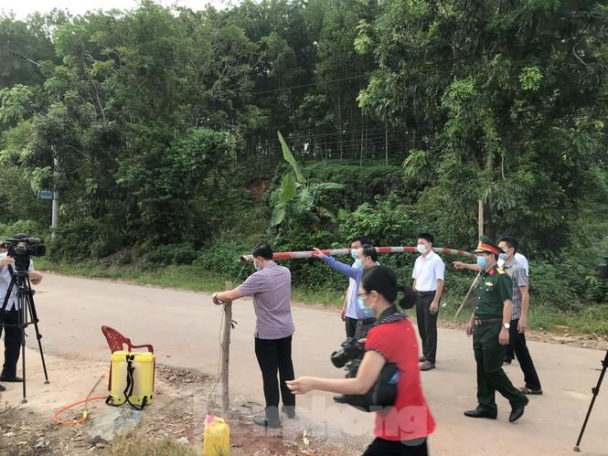 Người dân trong ổ dịch COVID – 19 ở Bắc Giang 'vỡ òa' khi dỡ phong tỏa - ảnh 3