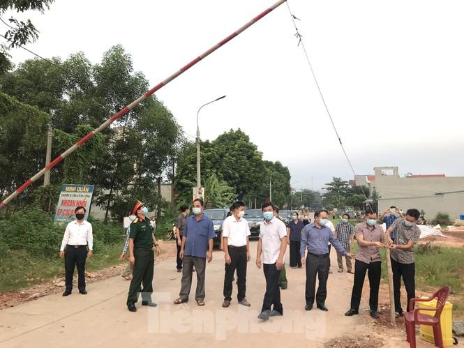 Người dân trong ổ dịch COVID – 19 ở Bắc Giang 'vỡ òa' khi dỡ phong tỏa - ảnh 4