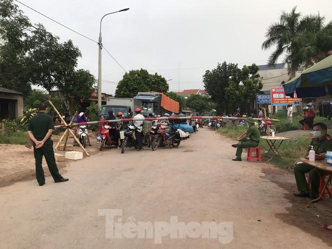 Người dân trong ổ dịch COVID – 19 ở Bắc Giang 'vỡ òa' khi dỡ phong tỏa - ảnh 1