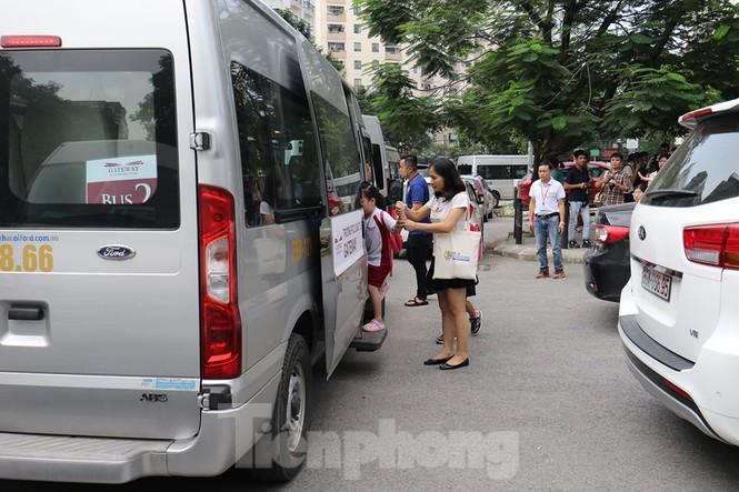 Sau vụ bé trai tử vong trên ôtô, nhiều phụ huynh trường Gateway tự đưa đón con - ảnh 6