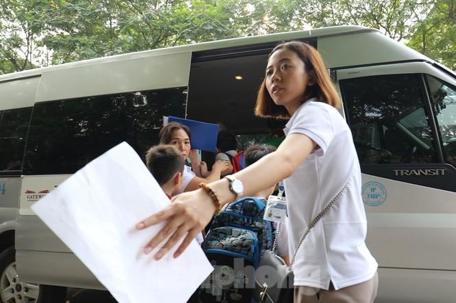 Sau vụ bé trai tử vong trên ôtô, nhiều phụ huynh trường Gateway tự đưa đón con - ảnh 7