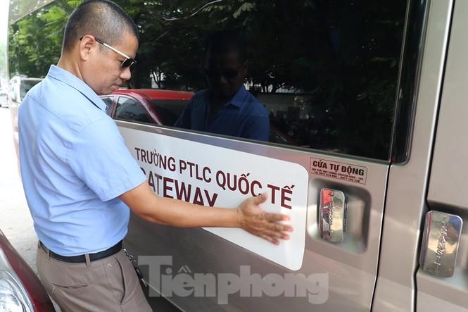 Sau vụ bé trai tử vong trên ôtô, nhiều phụ huynh trường Gateway tự đưa đón con - ảnh 11