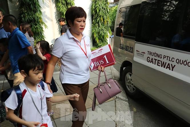 Sau vụ bé trai tử vong trên ôtô, nhiều phụ huynh trường Gateway tự đưa đón con - ảnh 3