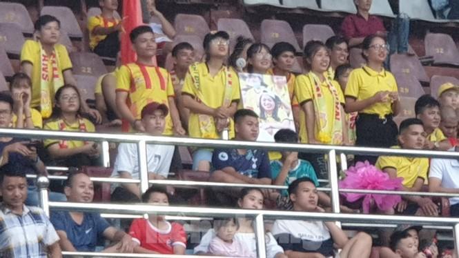 Người hâm mộ bóng đá Thành Nam góp quỹ sửa nhà cho bố mẹ của nữ CĐV tử nạn - ảnh 1